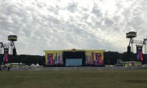 Lollapalooza Hoppegarten: 11 LED Videoscreens, als Side Screens und FOH Portal Screens sowie der Main LED Screen für die Foo Fighters, zusammen 450 squaremeter